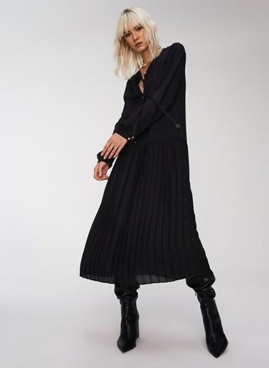 People By Fabrika Pilise Detaylı Elbise Siyah
